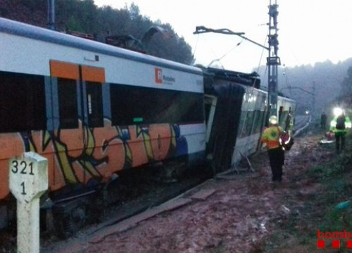 The train accident in Vacarises, central Catalonia (by Bombers)