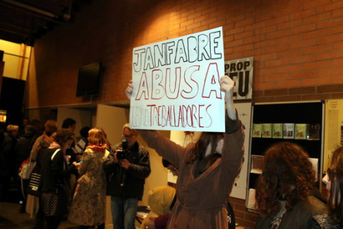 Protest in festival against Jan Fabre  (by ACN)