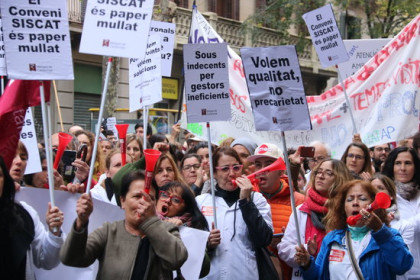 Medical staff in Catalonia strike on Monday (by Miquel Codolar)