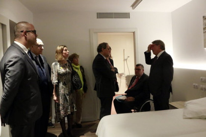 Catalan president Quim Torra and some of his ministers visit Institut Guttmann's new apartments for disabled patients in Barcelona (by Laura Fíguls)