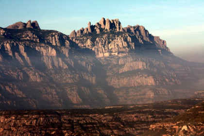 Image of Montserrat mountain with the monastery (by ACN)
