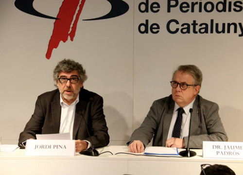 The lawyer Jordi Pina and Barcelona's doctors' association president, Jaume Pedrós, on December 1, 2018 (by Mar Vila)