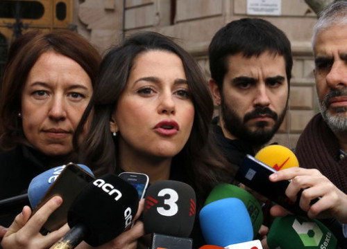 The leader of Ciutadans, Inés Arrimadas, talking to the press outside a court in Barcelona on December 14, 2018 (by Marc Bleda)