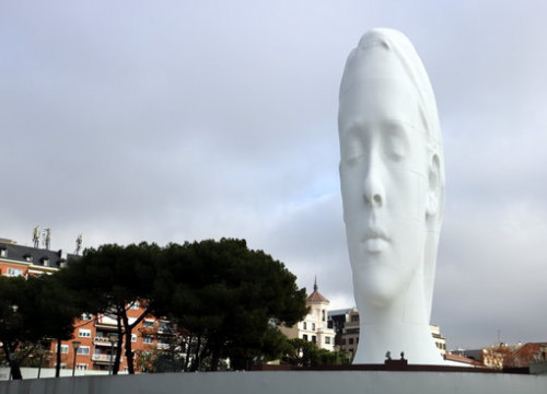 'Julia' sculpture by Jaume Plensa in Madrid square