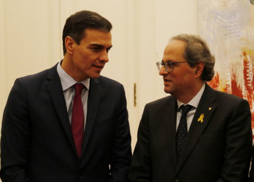Spain's acting president Pedro Sánchez meets with Catalan president Quim Torra in a meeting in December 2018 (by Marc Bleda)