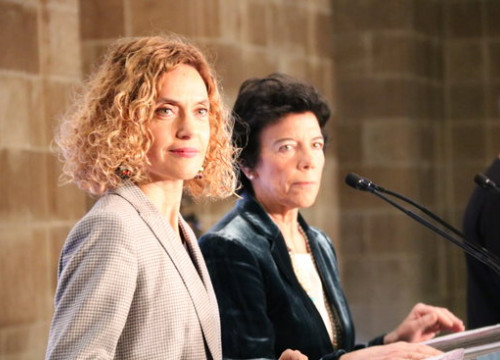 Spanish minister for public administration Meritxell Batet (left) and government spokesperson Isabel Celáa at a press conference in Barcelona (by Roger Pi de Cabanyes)