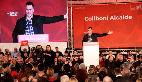 Spanish president Pedro Sánchez speaks at a rally in Barcelona (by Nazaret Romero)