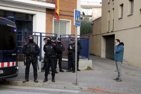One of the CUP party's lawyers, Benet Salellas, outside the Spanish police station in Girona on January 16, 2019 (by Marina López)