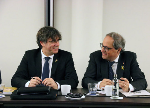 Catalan president Quim Torra (right) and his predecessor in office, Carles Puigdemont (by Natàlia Segura)
