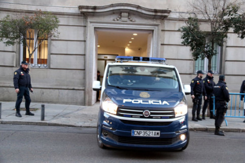 A van at the Spanish Supreme Court with some of the Catalan prisoners (by Pol Solà, ACN)
