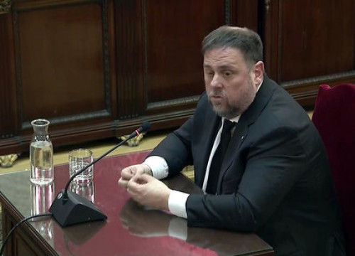 Jailed former vice president Oriol Junqueras sits in the dock in Spain's Supreme Court (by EFE)