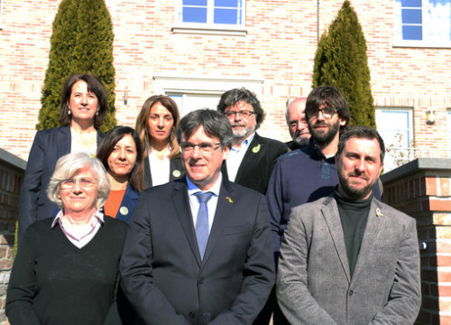 The former Catalan cabinet members Clara Ponsatí, Carles Puigdemont and Toni Comín (front) in Waterloo, Belgium, in February 2019 (by Natàlia Segura)