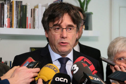 The exiled former president of Catalonia, Carles Puigdemont, announcing the expansion of his lawsuit to include the Spanish state