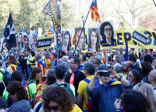 Demonstrators in Madrid protesting against independence trial (by Javier Barbancho)