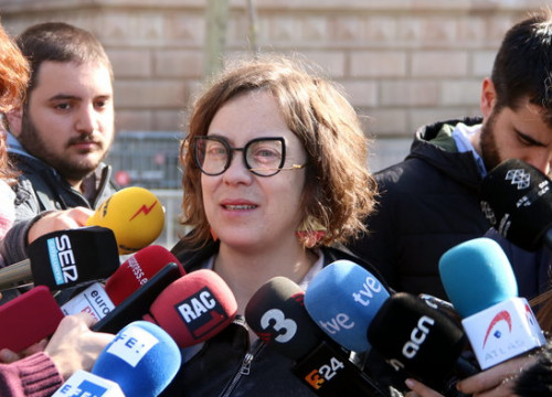 Eulàlia Reguant speaks to the press in front of the Catalan High Court (by ACN)