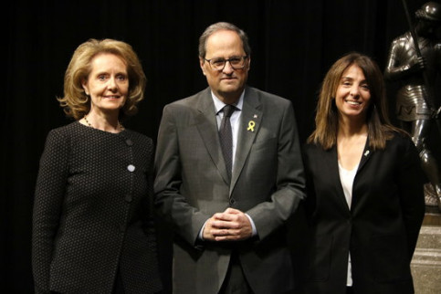 Catalan president Quim Torra (center) with new culture minister Mariàngels Vilallonoga (left) and government spokesperson Meritxell Budó (by Guillem Roset)
