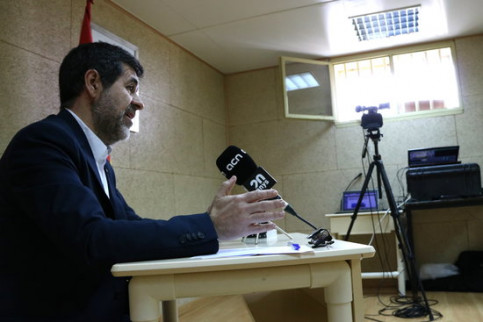 Jordi Sánchez delivers his second press conference live from prison via video link. (Photo: Roger Pi de Cabanyes)
