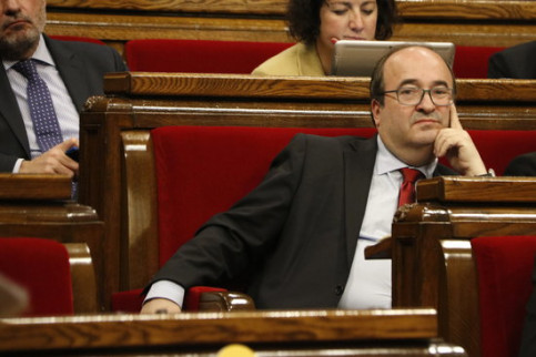 The leader of the Socialist party in Catalonia, Miquel Iceta, sitting in parliament (by ACN)