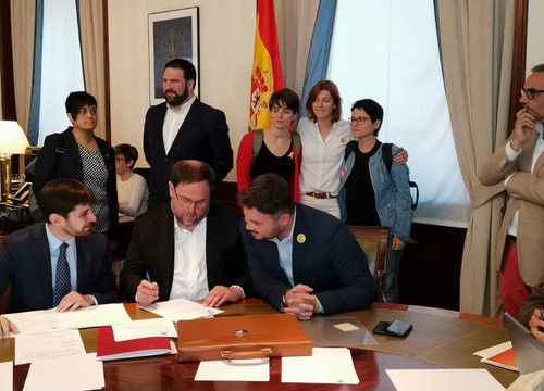 Jailed leader Oriol Junqueras and other Esquerra MPs registering in Spanish congress as MPs