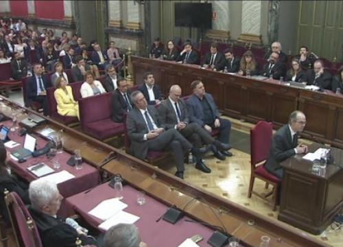 Catalan leaders sit at the dock at Spain's Supreme Court during the independence trial (by EFE)