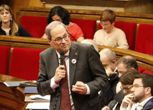 Quim Torra faces the opposition in the Catalan parliament. (Photo: Marta Sierra)