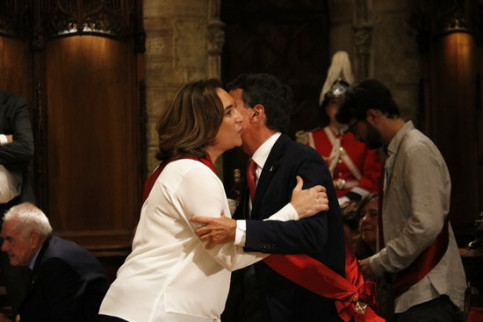 Barcelona mayor Ada Colau with Manuel Valls (by ACN)