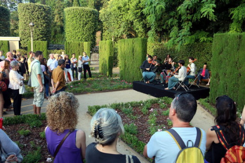 A garden concert taking place as part of the Grec Festival in Barcelona. (Photo: Pere Francesch)