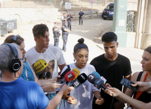 "Lamiae Abassi of the exMENA collective, a group of people who grew up in unaccompanied child migrant centers, speaks to the media denouncing the ""racist"" attacks on the center in El Masnou. (Photo: Jordi Pujolar)"