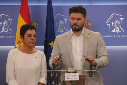 Esquerra's senior MP in Spanish congress, Gabriel Rufián, with Basque Bildu's Mertxe Aizpurua, on July 25, 2019 (by Roger Pi de Cabanyes)