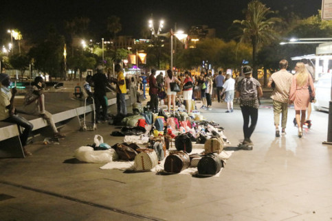Second day of police patrols against Barcelona's 'top manta