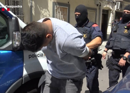 Catalan police make an arrest in August, 2019. (Photo: Catalan police)