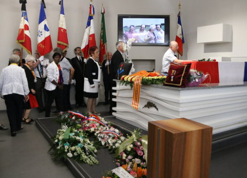 Funeral of Conxita Grangé with the French flag over the coffin. (Photo: Gemma Tubert)