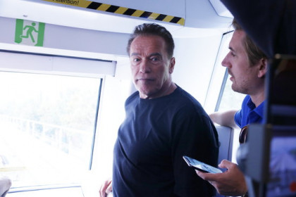 Arnold Schwarzenegger visits the L10 Barcelona metro line on a guided visit (by Gerard Artigas)