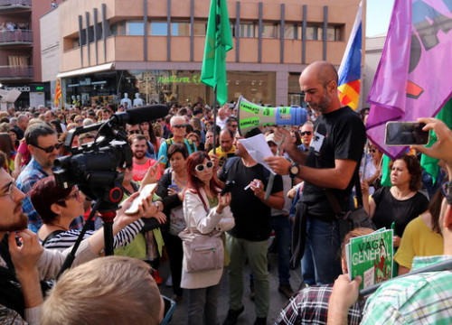 Union leaders adress workers in Tortosa on the October 18 general strike (by Anna Ferràs)
