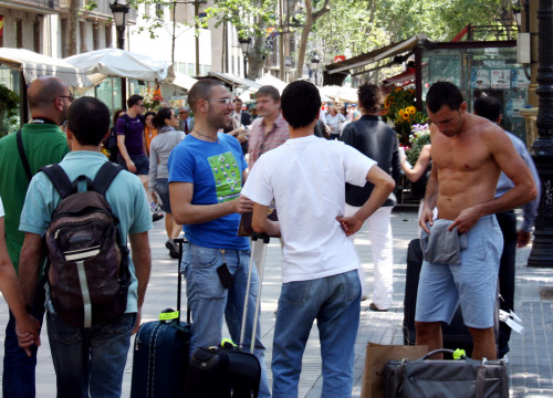 A group of tourists at the Rambla avenue in Barcelona (by ACN)