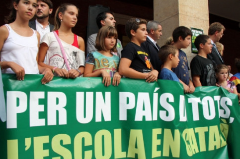 Image of a protest in favor of Catalan language in schools (by Jordi Marsal)