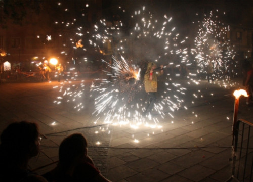 Correfocs in a square in the Barceloneta neighborhood on June 24 2017 (by Pere Francesch)