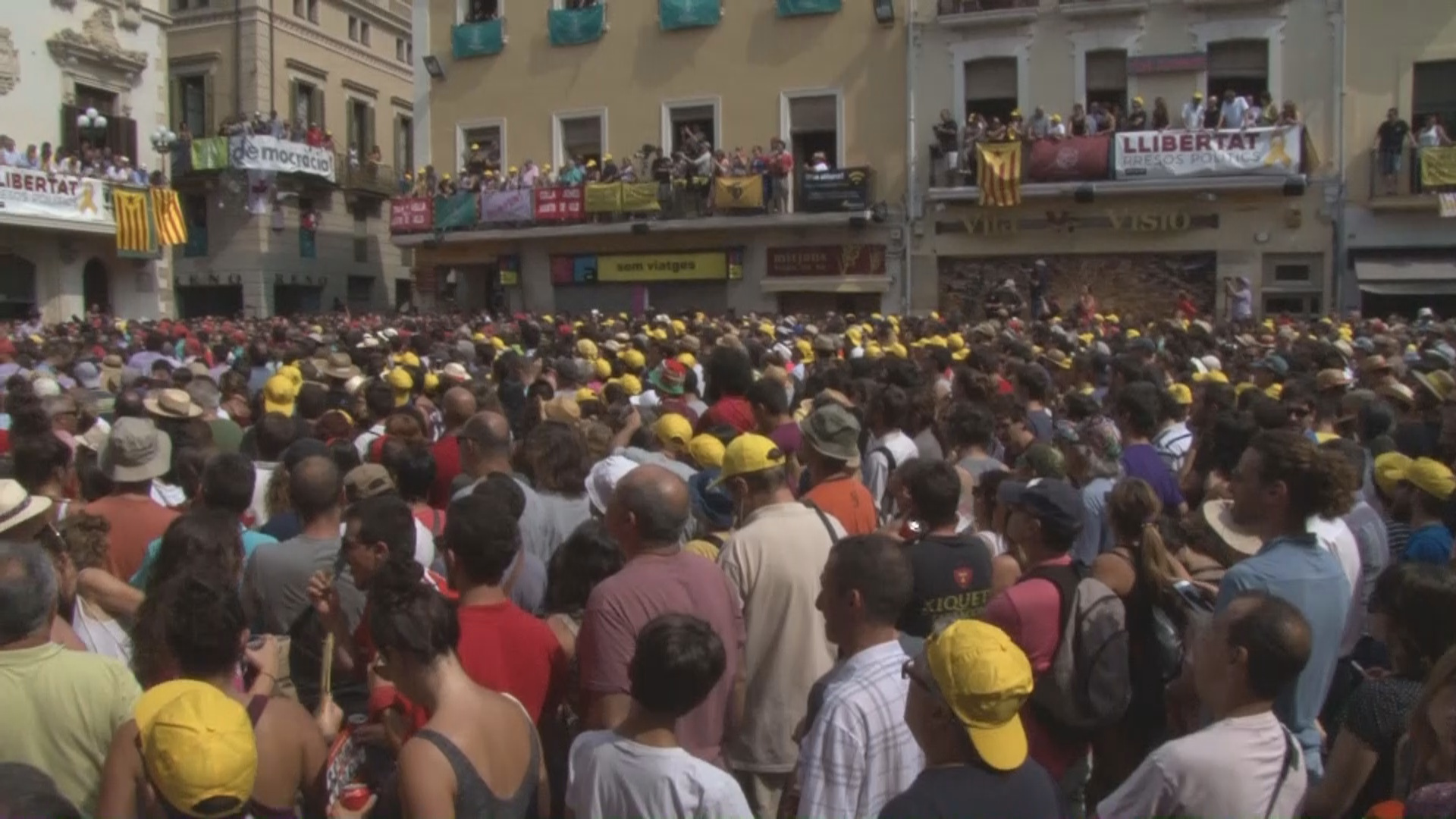 Human towers celebrated at Sant Fèlix