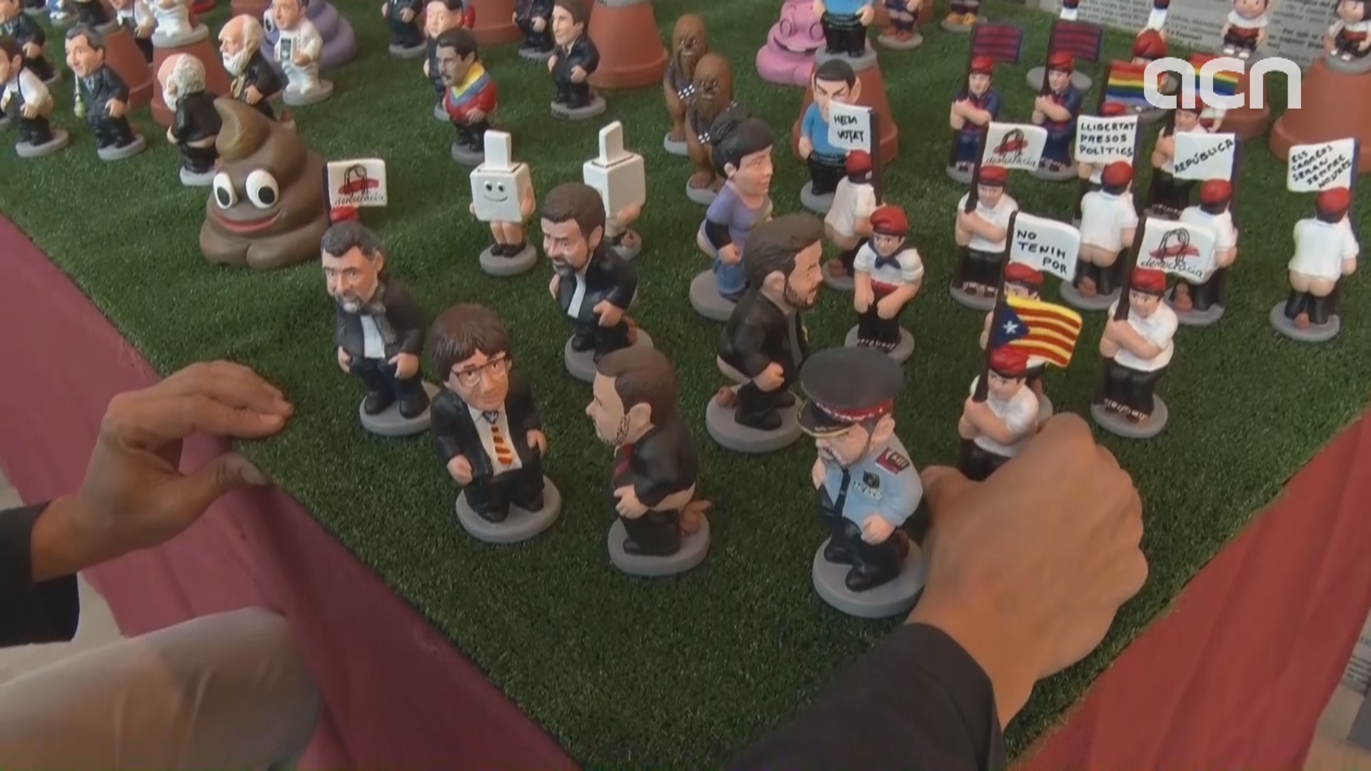 Christmas 'caganer' figurines depict independence process
