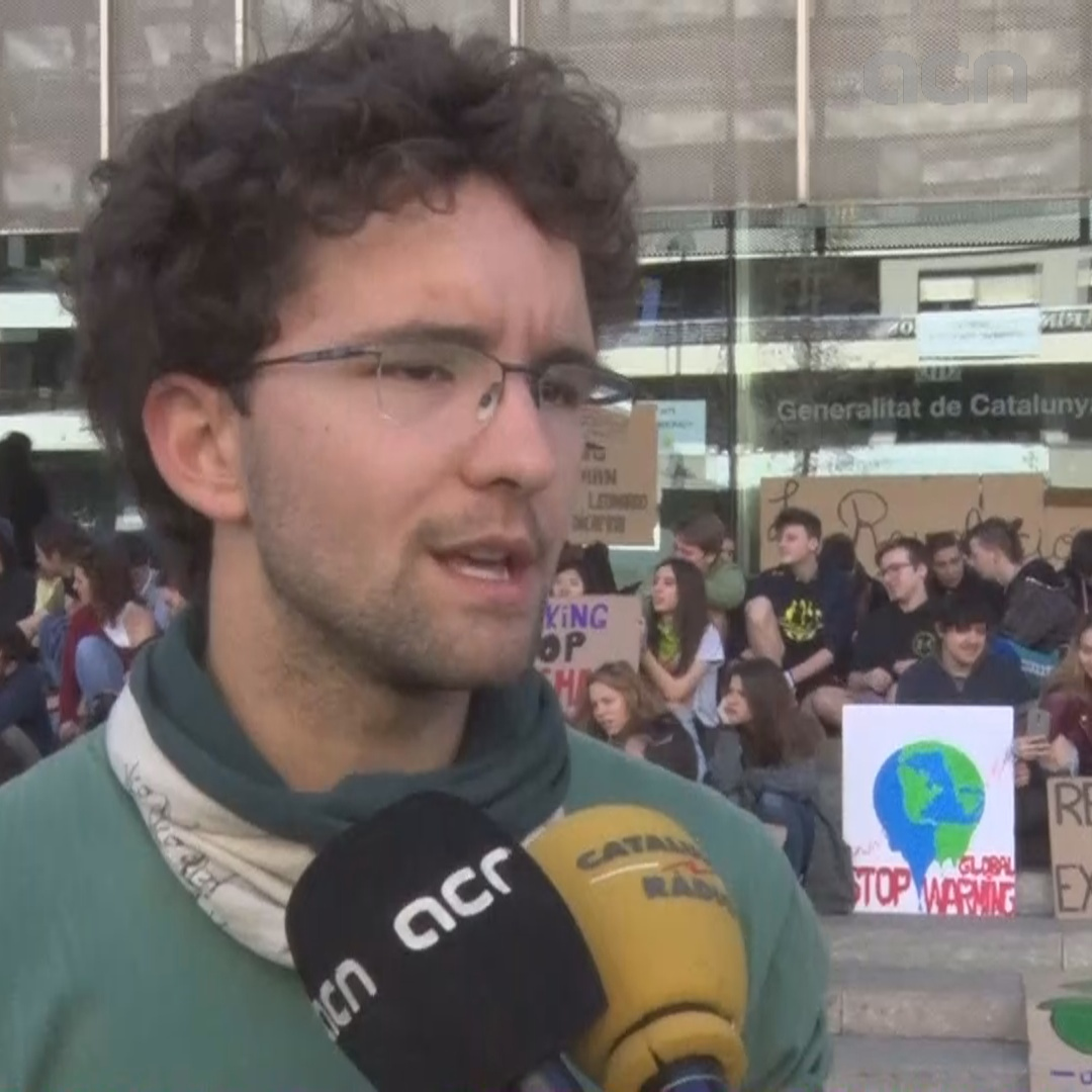 Spokesperson for Girona's Fridays for Future speaks to the press