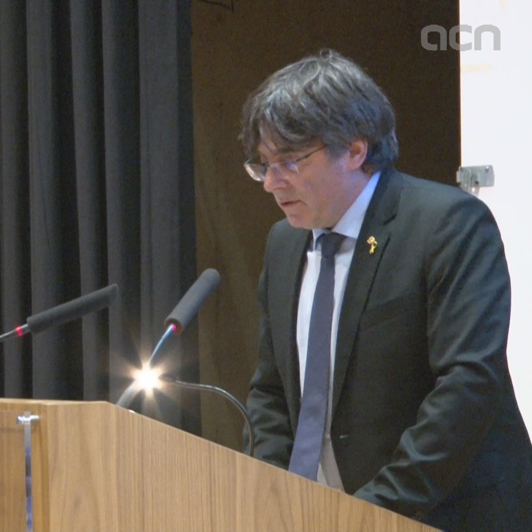 Carles Puigdemont speaks at Trinity College in Dublin