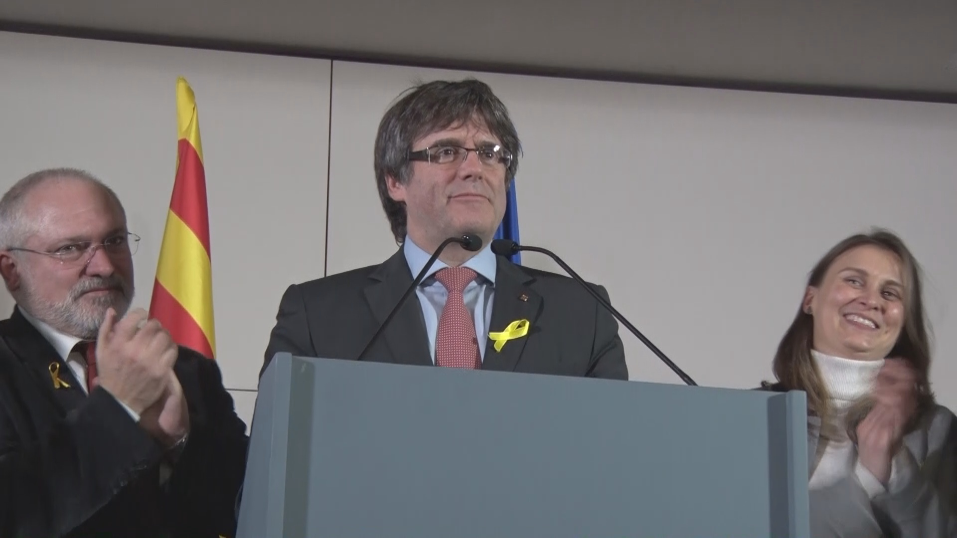 Rajoy dismisses Puigdemont's call for meeting