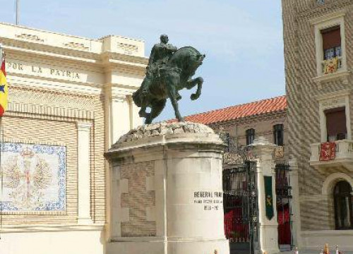 Franco's statue at the entrance of the Spanish Army Academy in Zaragoza, which was in place until 2006. Nowadays, there are still many Franco statues and tributes spread throughout Spain (by Aragon Press)