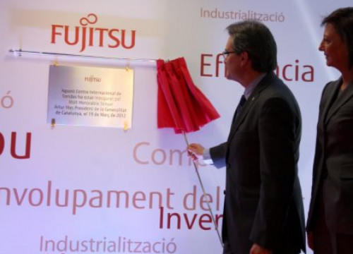 The Catalan President unveiling the new international sales centre based in Barcelona in front of Fujitsu España President