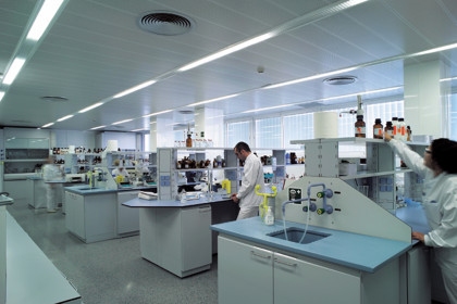 A lab in Grifols' plant in Parets del Vallès (by ACN)