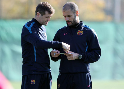 Barça's coach, Pep Guardiola (right), with his right hand (by FC Barcelona)