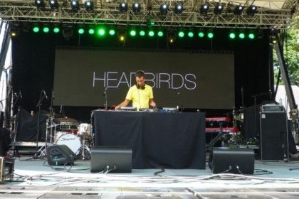 Headbirds playing in New York's Central Park (by Institut Ramon Llull)