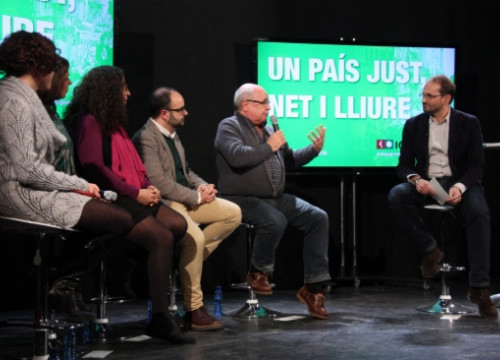 The talk of Joan Herrera (right) on Monday (by N. Julià)