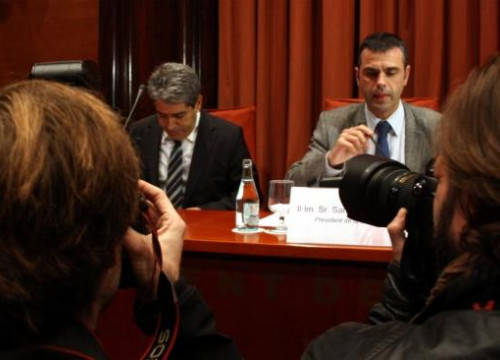 Francesc Homs (left) and the Chairman of the Parliament's Commission, Santi Vila (right) this Friday (by V. Gumà)