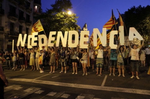 People demanding independence from Spain in the rally against the Constitutional Court's verdict on the Catalan Statute of Autonomy, in July 2010 (by ACN / Maysun)